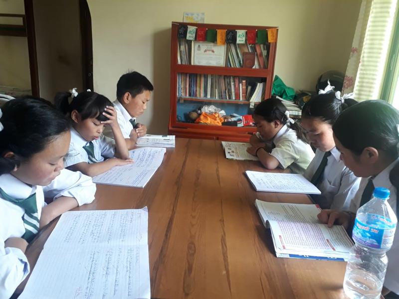 kids-studying-800