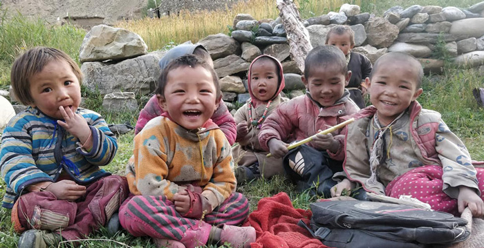 group-of-kids-smiling-700